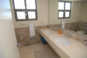 HOTPH3095_12_Guest Bathroom