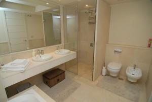 HOTPH3095_14_Master Bathroom